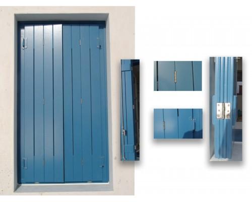 Ξυλινα Κουφωματα , παραδοσιακο ραμποτε ξυλινο παραθυρο με ανοιγματα εξαερισμου και ανοξειδωτους μεντεσεδες στην Ιο