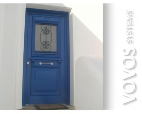Ξυλινα Παραδοσιακα Κουφωματα,  Πορτα Εισοδου Μονοφυλλη με  ανοιγομενα τζαμια και σιδερια  στα Πολλωνια Μηλος
