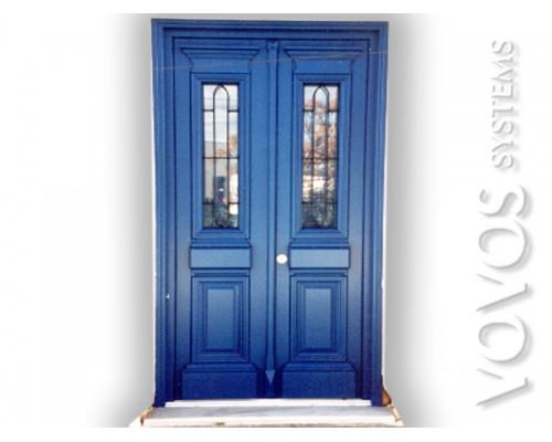 Ξυλινα Παραδοσιακα Κουφωματα, Πορτα Εισοδου Διφυλλη με ανοιγομενα τζαμια και σιδερια  στην Τρυπητη Μηλος