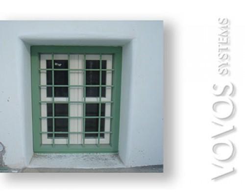 Ξυλινα κουφωματα , Παραθυρα  με καιτια και σιδερια ασφαλειας  σε ενοικιαζομενα  στην Νιό - Ιος