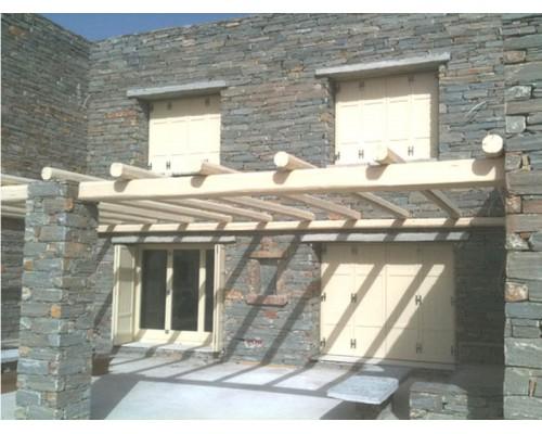 Ξυλινα Κουφωματα , Παραδοσιακα ξυλινα πατζουρια ,παραθυρα , πορτες  σε  πετρινο σπιτι στην ΤΖΙΑ