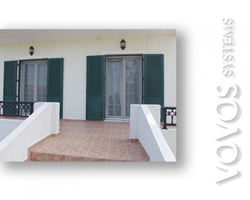 Συνθετικα κουφωματα Kommerling, Πορτες  Μπαλκονοπορτες Πατζουρια  παραδοσιακα σε νησιωτικη κατοικια στο Σιγρι Λεσβου